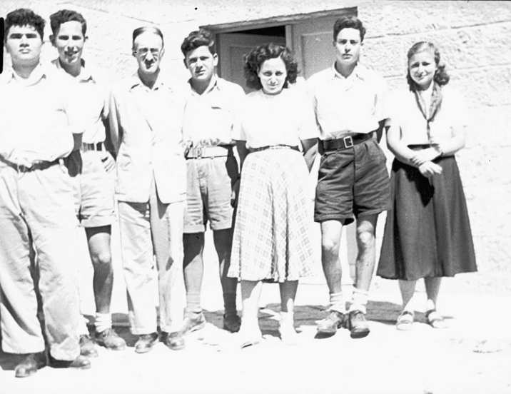 Leibowitz (third from left) with students at Tichon Beit Hakerem, 1947